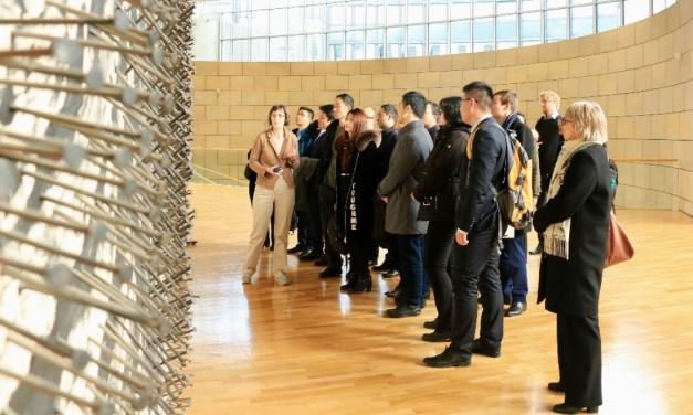 Stipendiat*innen aus Shanxi zu Besuch im Landtag